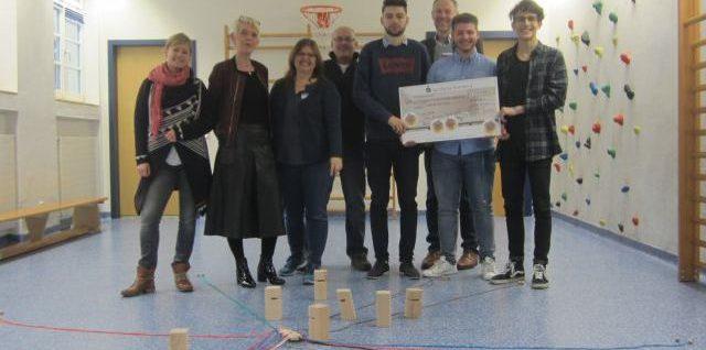 Schülerinnen und Schüler der Peter-Henlein-Realschule beschenken die Kinder- und Jugendpsychiatrie im Klinikum Nürnberg Nord