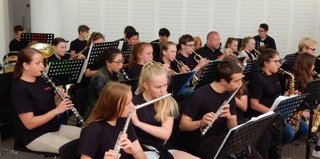 Big Band Fai Schäi spielt im Heimatministerium