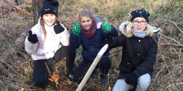 Fünftklässler der Peter-Henlein-Realschule tauschen Klassenzimmer mit Wald