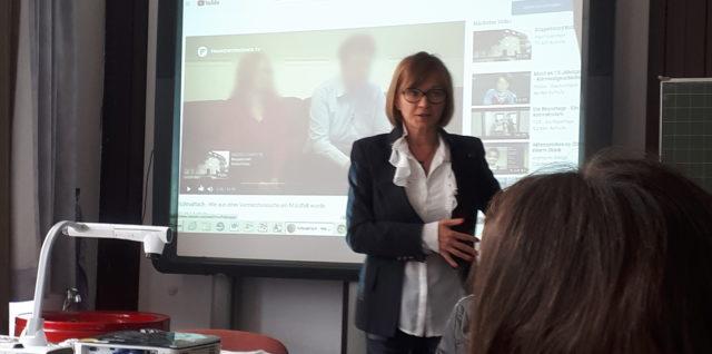 Bericht über Besuch einer Journalistin der Nürnberger Nachrichten im Deutschunterricht der Klasse 8c